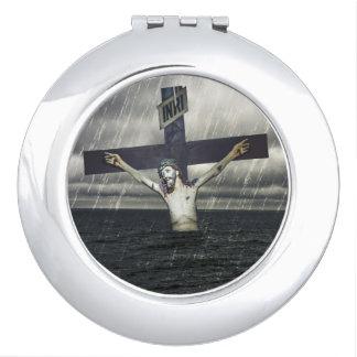 Jesus auf dem Kreuz in dem Meer Taschenspiegel