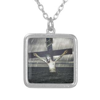 Jesus auf dem Kreuz in dem Meer Versilberte Kette