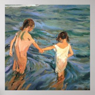 Joaquín Sorolla y Bastida Kinder im Meer Poster