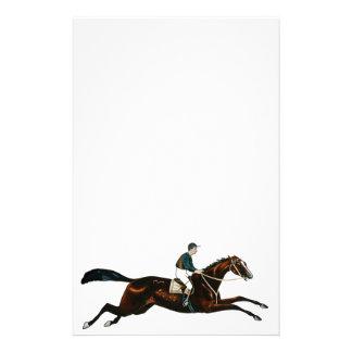 Jockey, der ein Rennpferd-Bahn-Laufen reitet Briefpapier