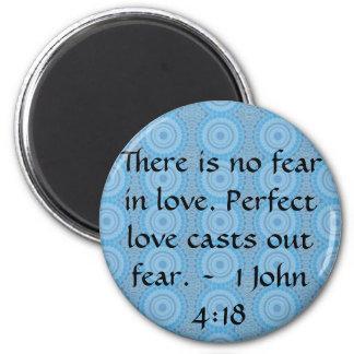 John-4:18 - Inspirieren des BIBLISCHEN ZITATS Runder Magnet 5,7 Cm