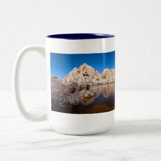 Joshua-Baum, der Wasser, Barker-Verdammungs-Tasse Zweifarbige Tasse
