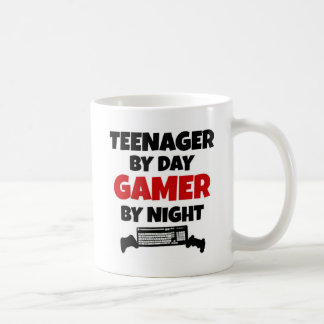 Jugendlicher durch TagesGamer bis zum Nacht Kaffeetasse