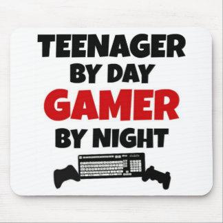 Jugendlicher durch TagesGamer bis zum Nacht Mauspads