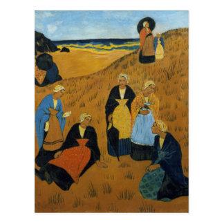 Junge bretonische Frauen, die Schale tragen Postkarte