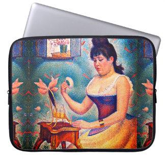 Junge Frau, die sich pulverisiert Laptop Sleeve