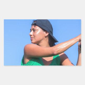 Junge Frau mit Baseballschläger und Kappe Rechteckiger Aufkleber