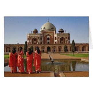 Junge indische Damen und Humayuns Grab, Delhi, Karte