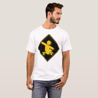 Junge ohne Bein-Skateboardüberfahrt T-Shirt