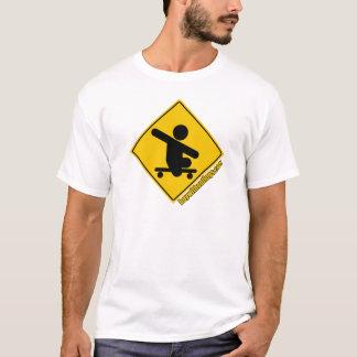 Junge ohne kreuzengelb Bein-.com-Skateboards T-Shirt