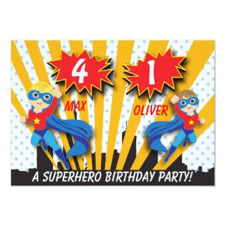 Jungen des Zwillings-Superheld-Geburtstags-| 12,7 X 17,8 Cm Einladungskarte