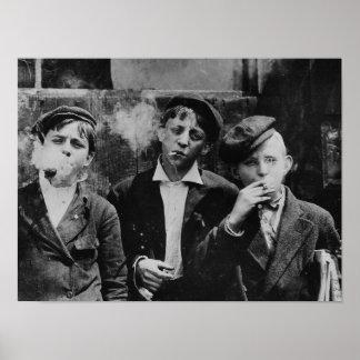 Jungen, die Zigaretten rauchen Poster