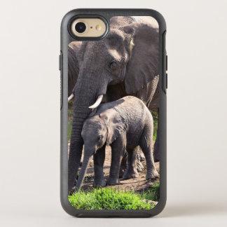 Junger afrikanischer Elefant mit Elefant-Baby OtterBox Symmetry iPhone 8/7 Hülle
