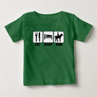 Junger Pferderuecken-Reiter essen Baby T-shirt