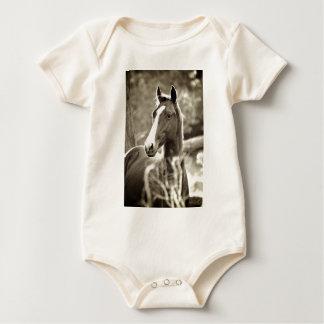 Junger Stallion Baby Strampler