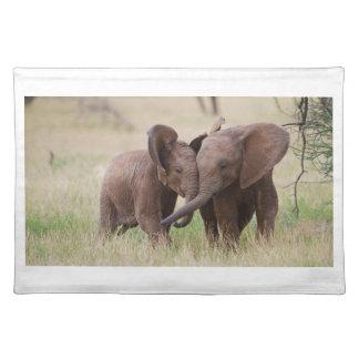 Junges afrikanische Elefant-Spielen Stofftischset