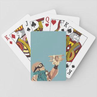 Junges Mädchen mit hölzernes Flugzeug-Spielkarten Spielkarten