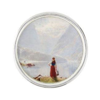 Junges Mädchen neben dem Fjord Anstecknadel