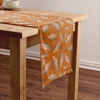 Junonia Seashells-Muster-orange tropische Tabelle Kurzer Tischläufer