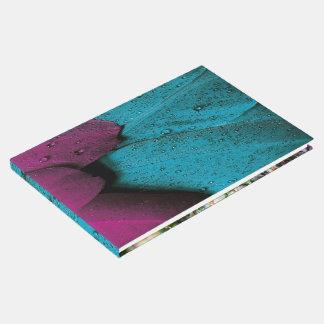 Juwelton lila und Aquafedermuster Gästebuch