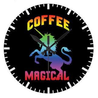 Kaffee ist - lustiges Neuheits-Koffein-Einhorn Große Wanduhr