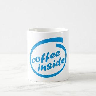 Kaffee nach innen (Café). Lustiger heißer Kaffeetasse