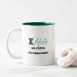 """Kaffee-Tasse """"ich schaukele ein Extrachromosom """" Zweifarbige Tasse"""