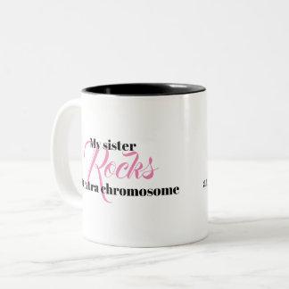 """Kaffee-Tasse """"meine Schwester schaukelt ein Zweifarbige Tasse"""