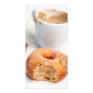 Kaffee und ein Krapfen zum Frühstück Individuelle Photo Karten