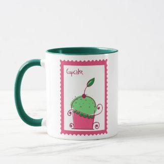 Kaffee und kleiner Kuchen im Rosa Tasse