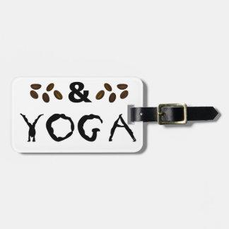 Kaffee und Yoga behält das Gehen Gepäckanhänger