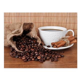 Kaffee und Zimtstangen Postkarte
