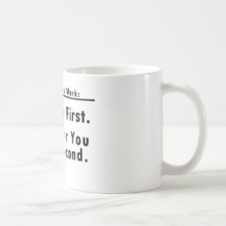 Kaffee zuerst. Sie an zweiter Stelle Kaffeetasse