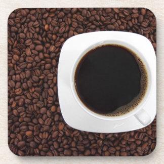 Kaffeetasse und Bohnen Getränkeuntersetzer