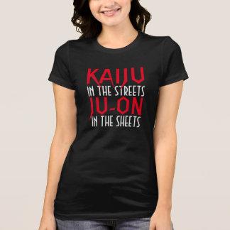 KAIJU in den Straßen JU-ON in den Blättern Shirt