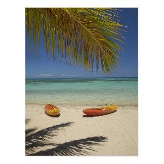 Kajaks auf dem Strand, Plantagen-Inselresort 2 Postkarte