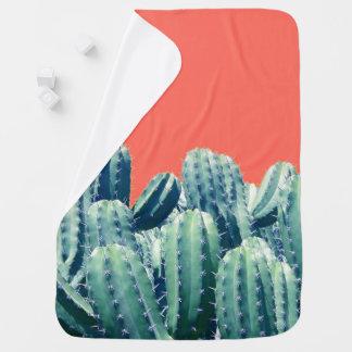 Kaktus auf korallenroter Baby-Decke Puckdecke