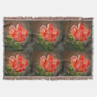 Kaktus-Blüte in der roten kundenspezifischen Decke