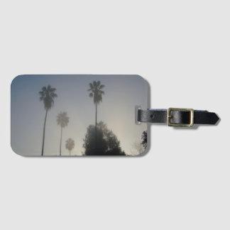 Kalifornien-Palmen im Nebel Gepäckanhänger
