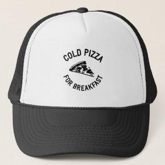 Kalte Pizza zum Frühstück Truckerkappe