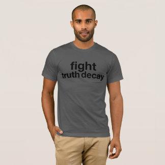 Kampf-Wahrheits-Zerfall! Widerstehen Sie Trumpf! T-Shirt