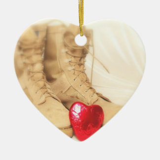 Kampfstiefelverzierung Keramik Herz-Ornament