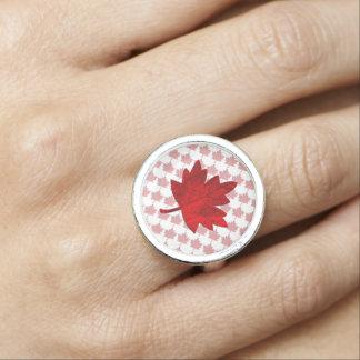 Kanada-Ahorn Blatt durch Shirley Taylor Ring