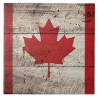 Kanada-Flagge auf altem hölzernem Korn Fliese