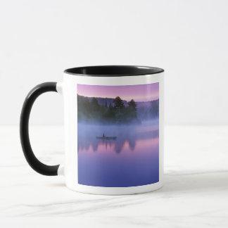 Kanada, Ontario, Algonguin Park, Canoeist an Tasse