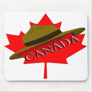 Kanadischer Mountie-Hut auf Rotahorn-Blatt Mauspad