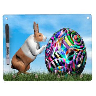 Kaninchen, das Osterei drückt - 3D übertragen Trockenlöschtafel Mit Schlüsselanhängern