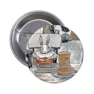 Kaninchen, das Pfannkuchen-Frühstück isst Runder Button 5,7 Cm