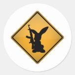 Kaninchen mit Gewehr-Warnzeichen Stickers