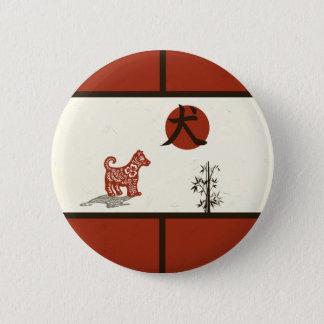 Kanji-Hund auf dem Rot abgehalten Runder Button 5,1 Cm